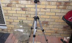 Tripod suit all photographers light weight / adjustable