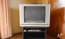 Magnavox 68 cm tv. with universal remote (code book