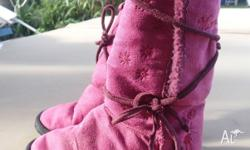 Ugg Boots girls size 2 or 3 fuschia good condition Pick