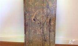 Gorgeous Bird Wooden Picture Pretty, soft muted green,