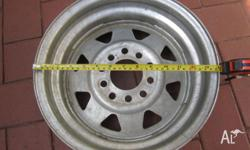 This universal rim is in excellent as-new condition. It