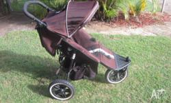 Valco Matrix Pram including basinette attachment, zip