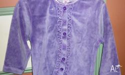 Cute velour cardigan. Size 3. Very good condition.