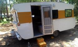 Selling my carvan. 4 berth with awning, Gas/Electric