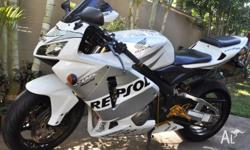 Selling my White Repsol Honda CBR600RR 2006 with