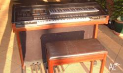 This Yamaha organ is in excellent condition with stool