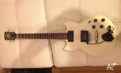 Up for sale we have a Yamaha sg200 electric guitar for